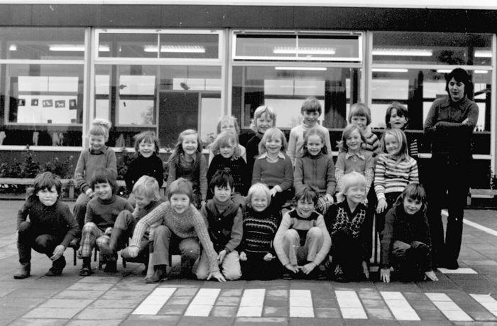 Klassenfoto's van vroeger – De Palm (voorheen Herv. school voor C.V ...: www.stamboom-oelen.nl/klassenfoto/klassenfoto.htm